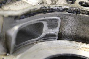 verschlissener Drehschieber an einem Vespa Motorgehäuse