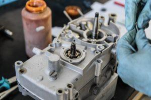 Verschrauben des Gehäuses am M53 Simson Motor