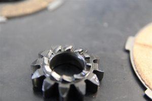 kickstarterritzel einer Vespa PX 125 mit verschlissenen Kanten