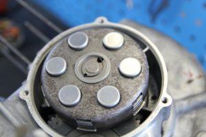Intakte Kupplung an einer Vespa PX 80