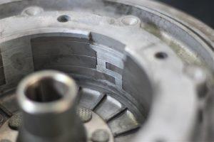 Kontaktzungen am Polrad einer Vespa zum auslösen des Zündsignals