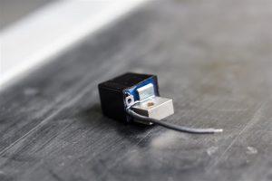 Pickup mit Masse-Anschlusskabel und Kontaktzunge zum anlöten für das Signalkabel