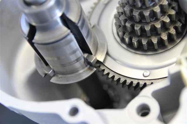 Neues Schaltkreuz in der Antriebswelle am Vespa PX Motor