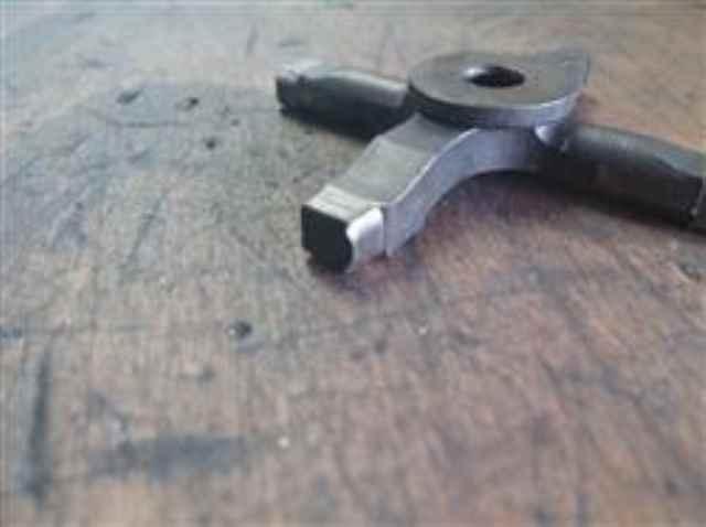 defektes Schaltkreuz mit abgenutzten Flanken von einer Vespa PX