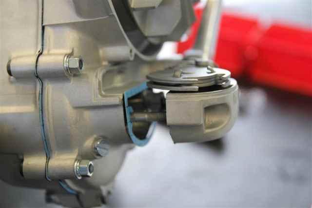 Schaltkasten seitlich am Motor bzw Schaltraste an der PX