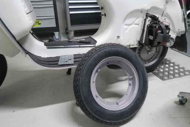 Vespa PX Reifen Felge Räder PX200 tauschen Reparatur Werkstatt