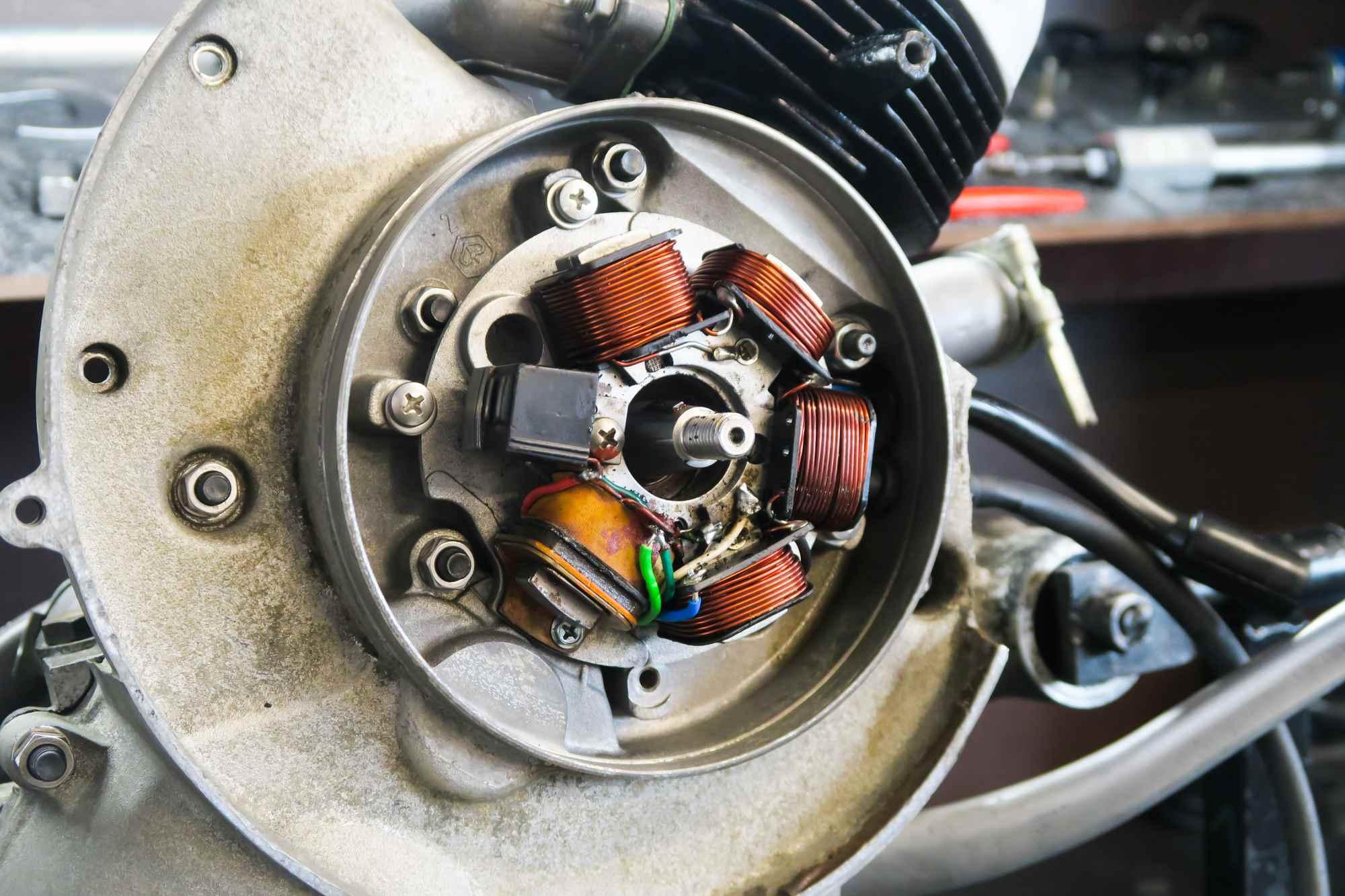 Elektronikzündung Vespa PK50 eingebaut am Motor
