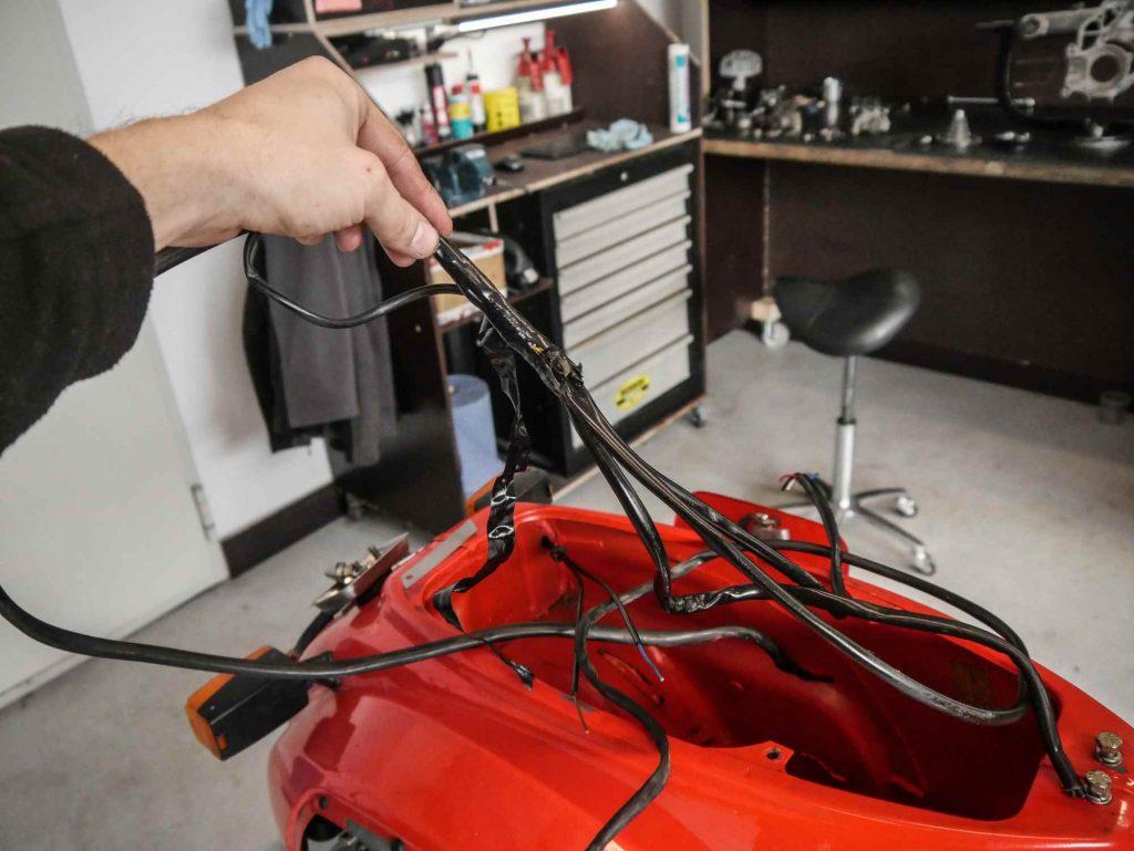 Kabelbaumtausch an einer Vespa V50N mit Umbau auf Elektronikzündung von Vape