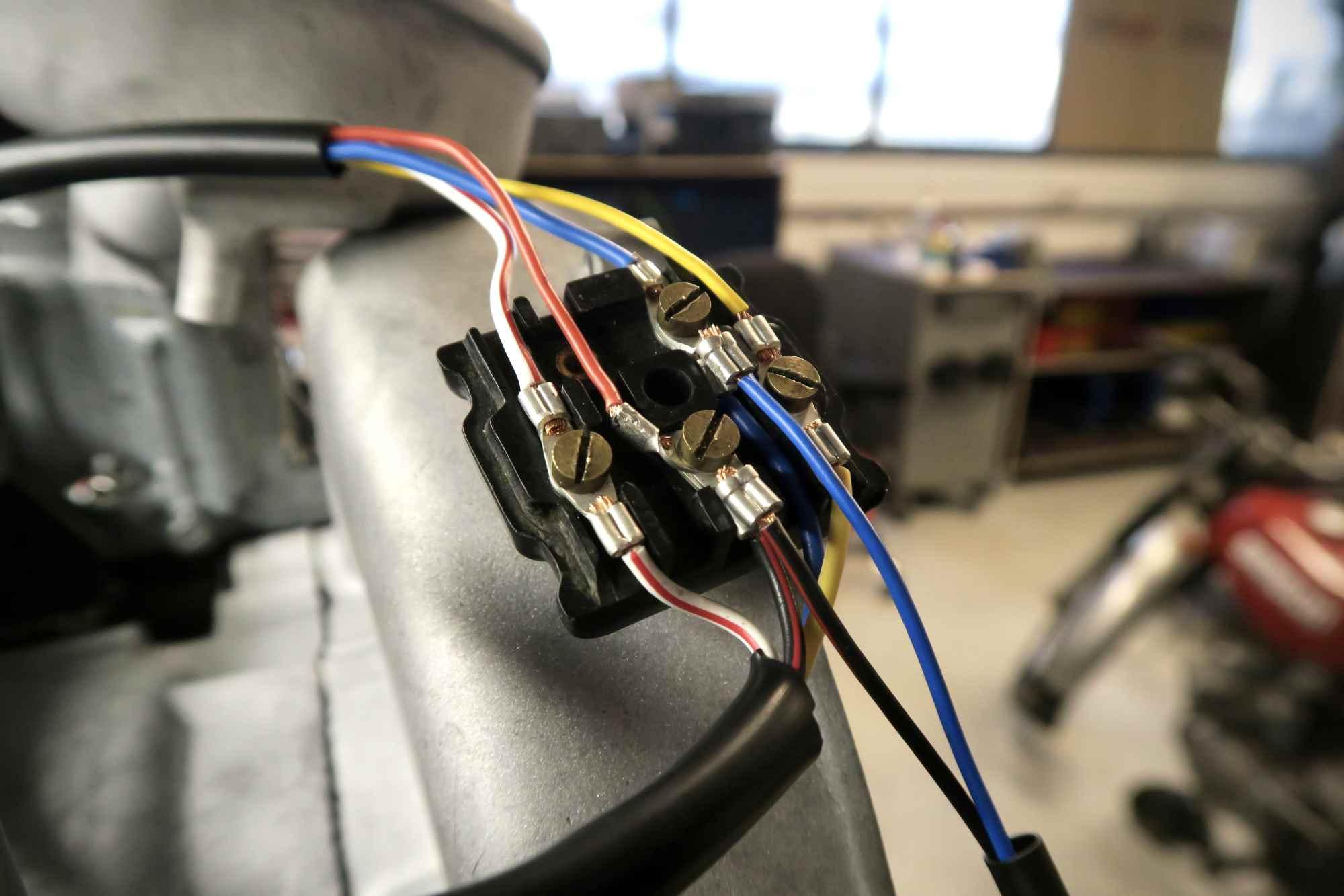 Kabelkästchen am Vespa 180 SS Motor
