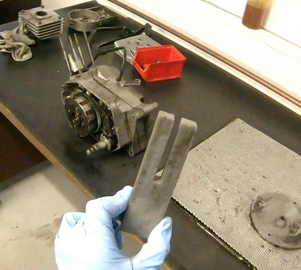 Kolbengabel für Motor