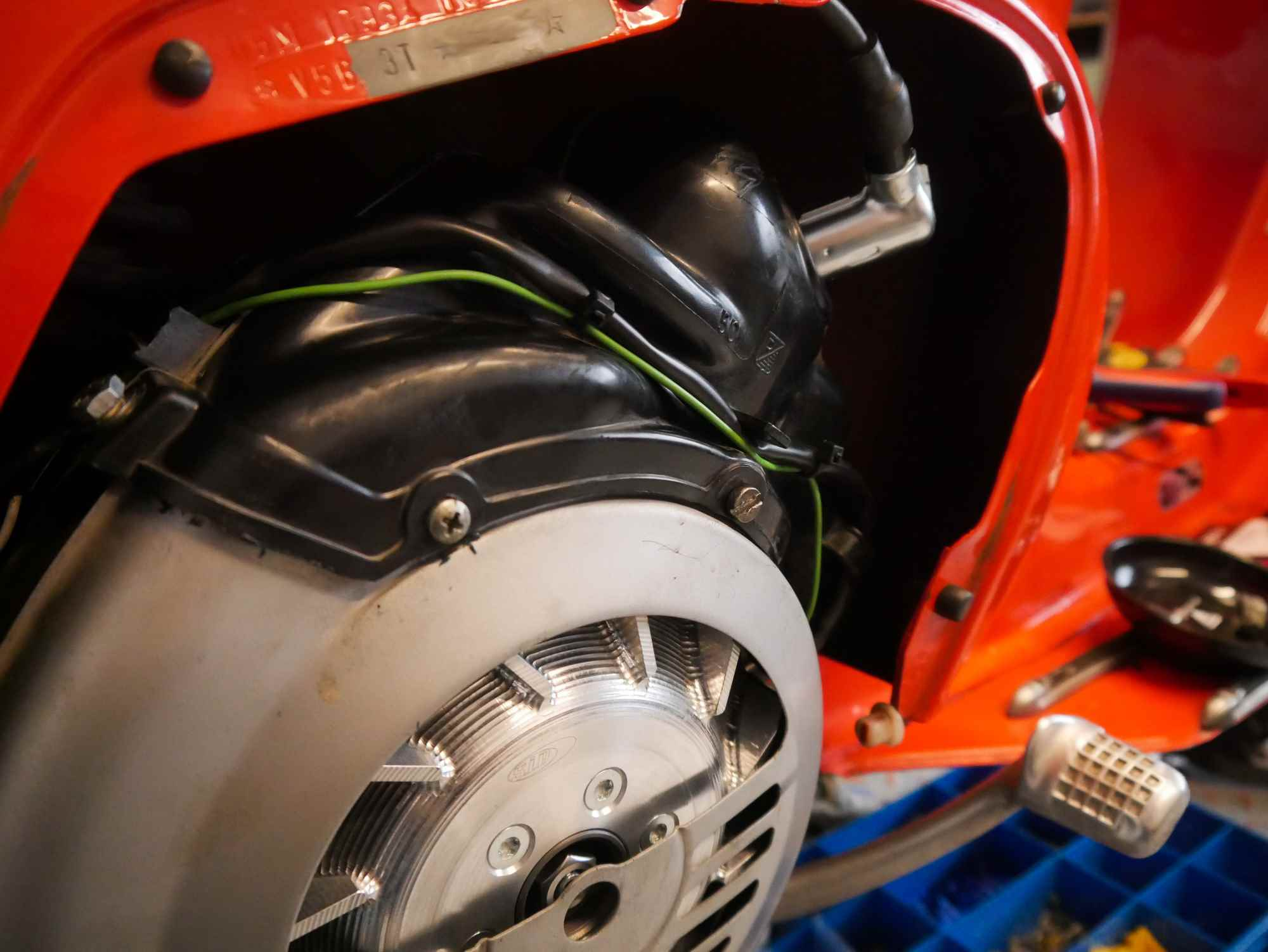 Motor Vespa V50 mit neuer Vape Zündanlage