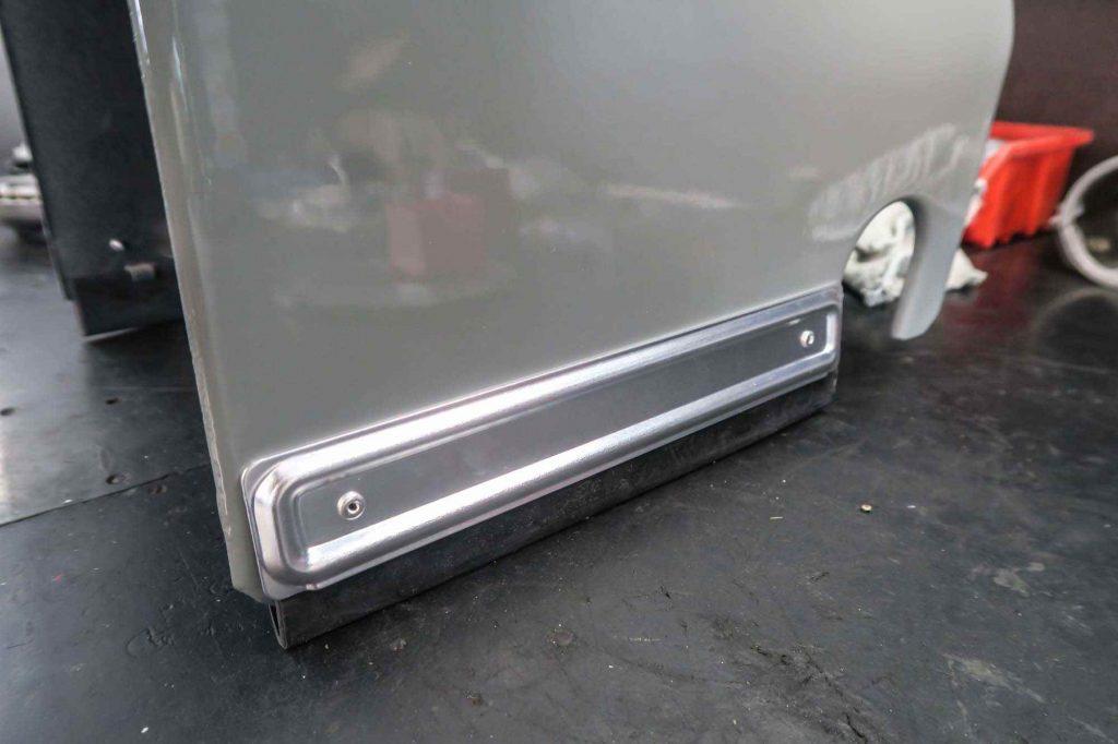Motortunnel Simson Schwalbe grau mit neuen Scheuerleisten
