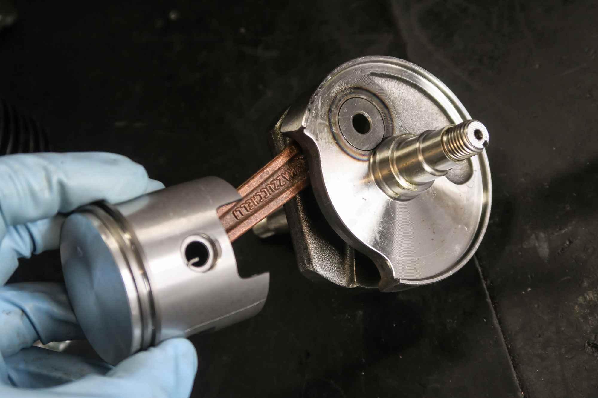 Neue Kurbelwelle Mazuchelli für Vespa V50 mit 85 ccm DR Kolben