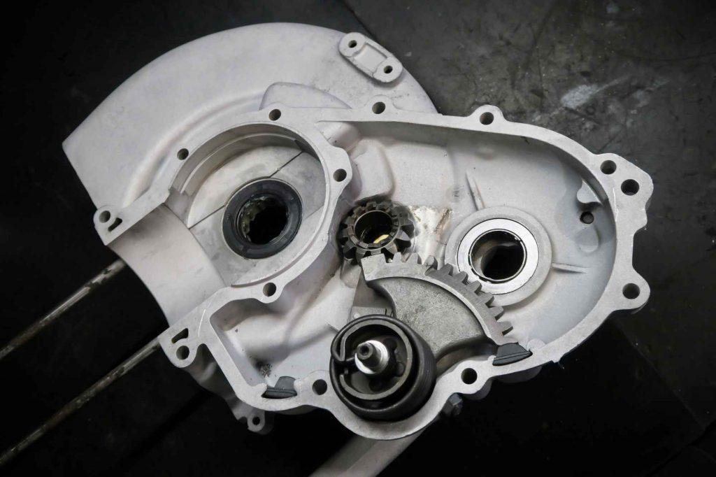 Rechte Motorhälfte mit Kickstartersegment von Vespa 160 GS