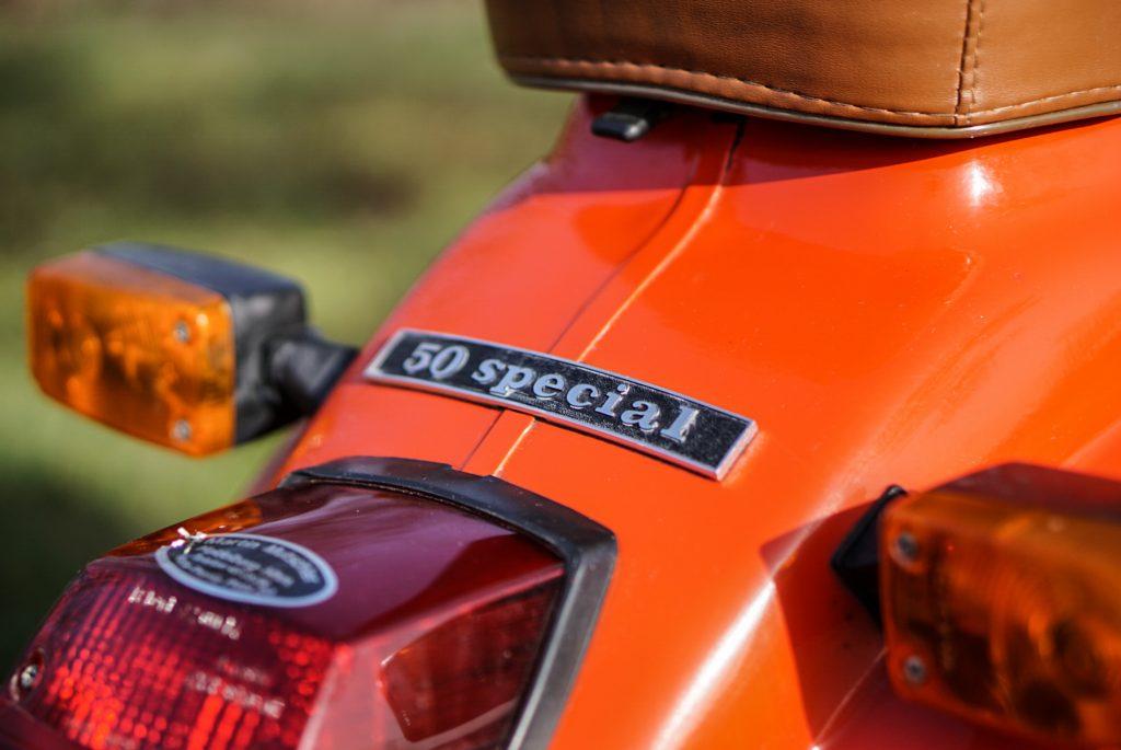 Schriftzug Rücklicht und Blinker rote VEspa V50 Special
