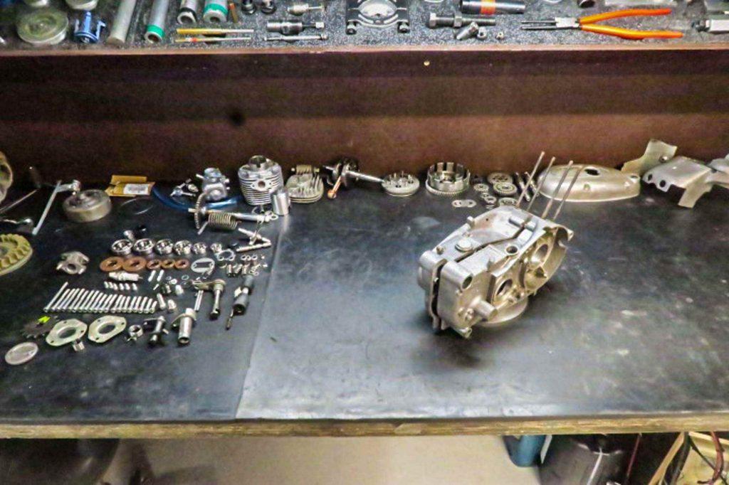 Schwalbe KR51 1 Motor vor der Revision alle Einzelteile