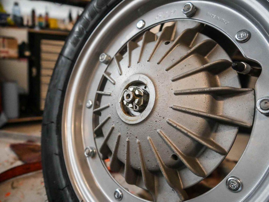 Sicherung der Bremstrommel an einer Vespa V50