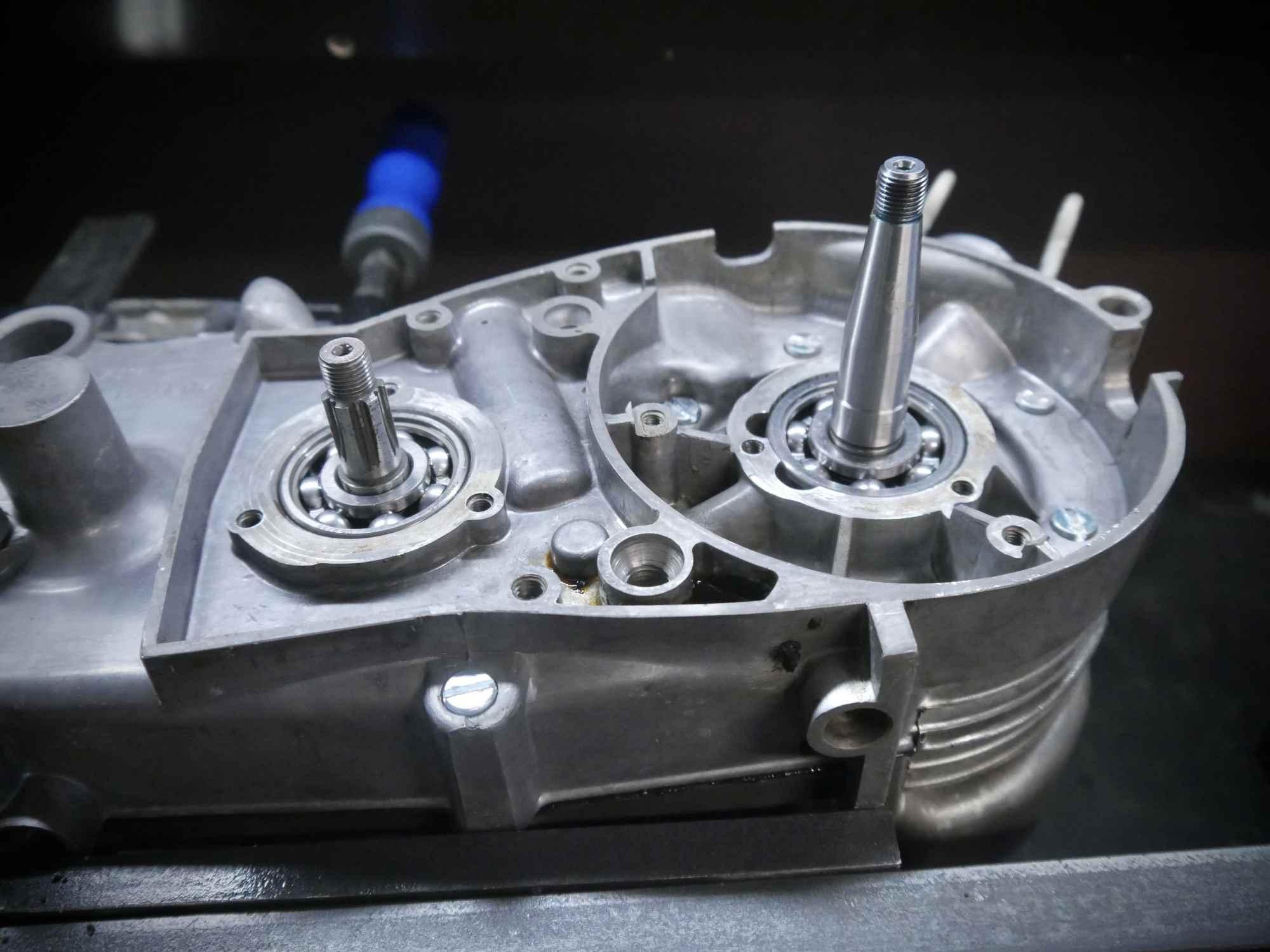 Simson M54 Motor halb montiert rechte Seite mit SKF Lagern