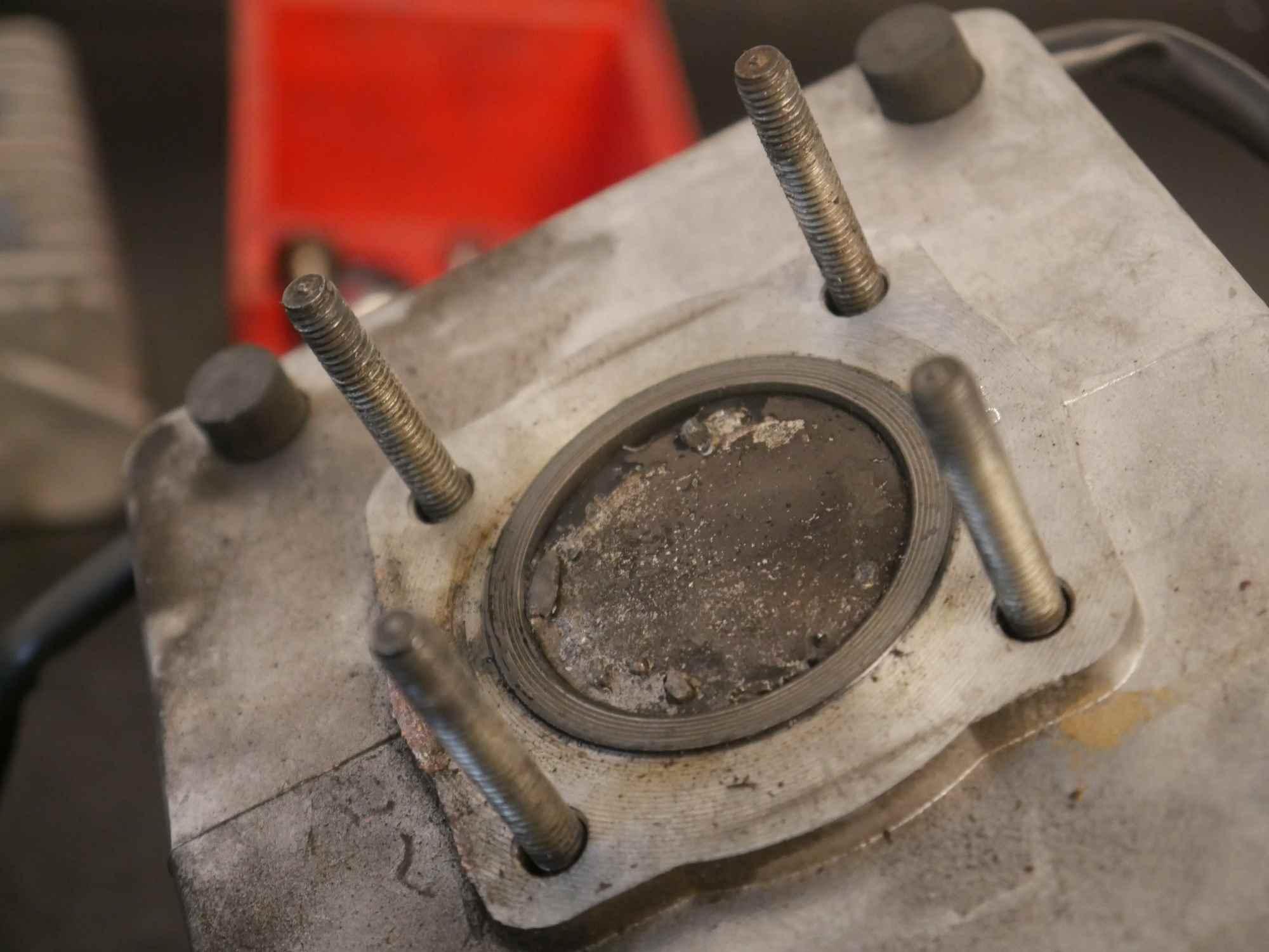 Simson Motor mit Kolbenfresser im Zylinder