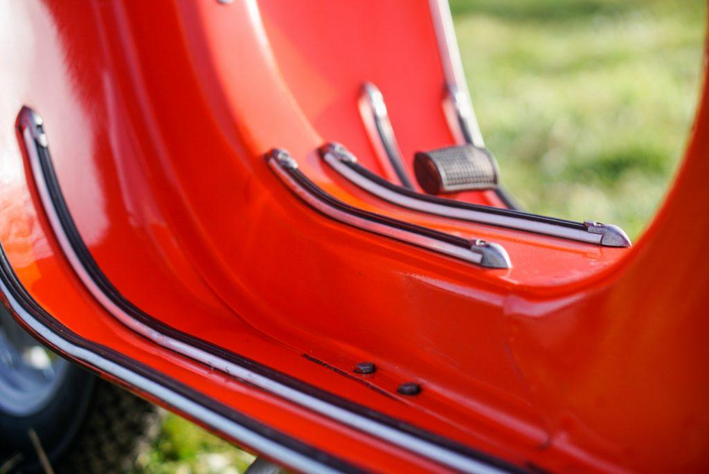 Trittleisten und Beinschild Vespa V50 Special rot