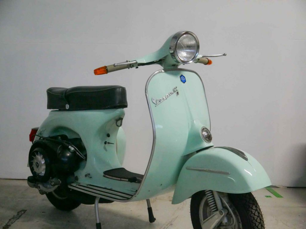 Vespa GTR 125 Granturismo pastellgrün vorne rechts