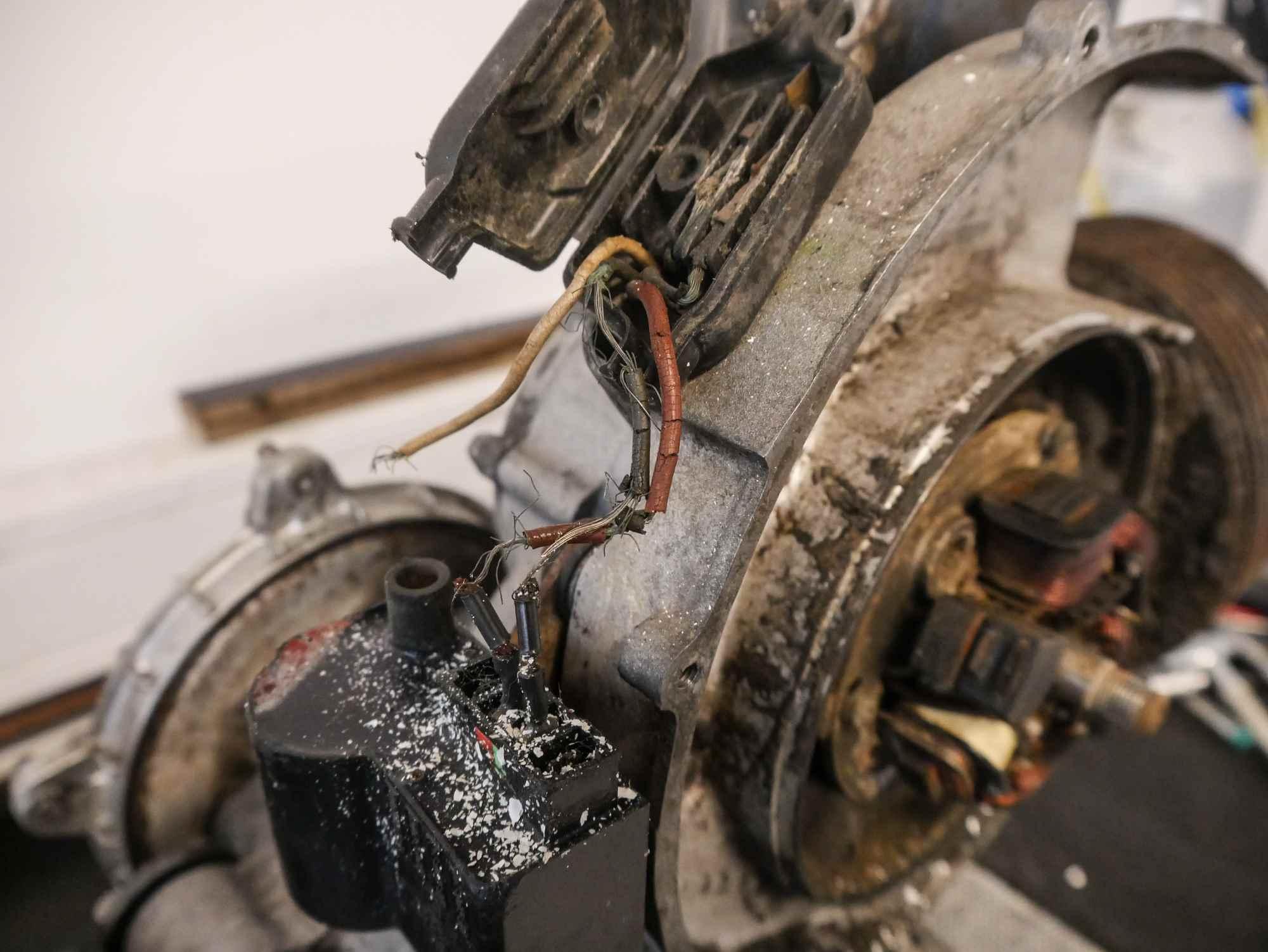 Vespa PX200 motor in schlechtem Zustand während der Demontage