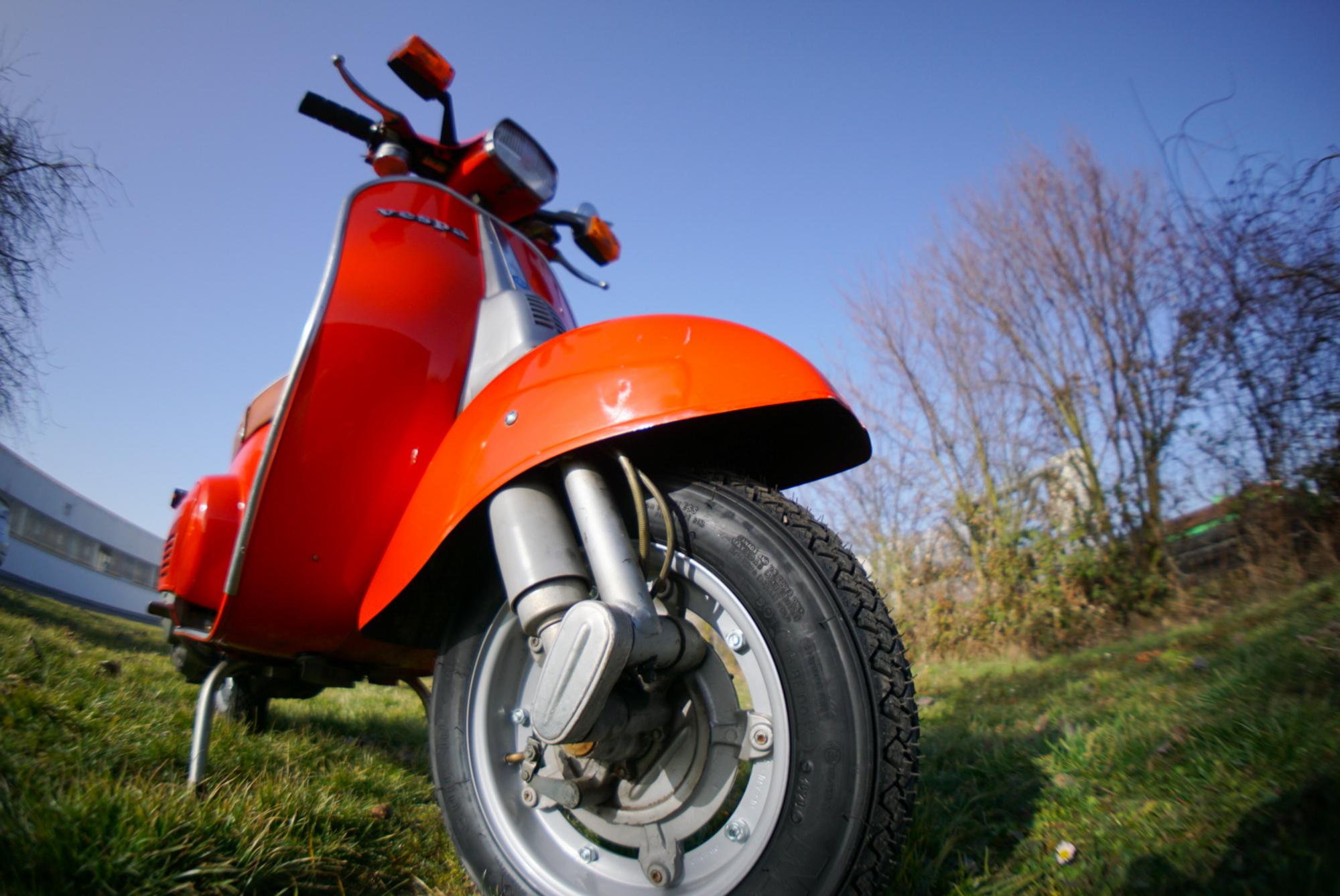 Vespa V50 SChwinge Kotflügel und Rad