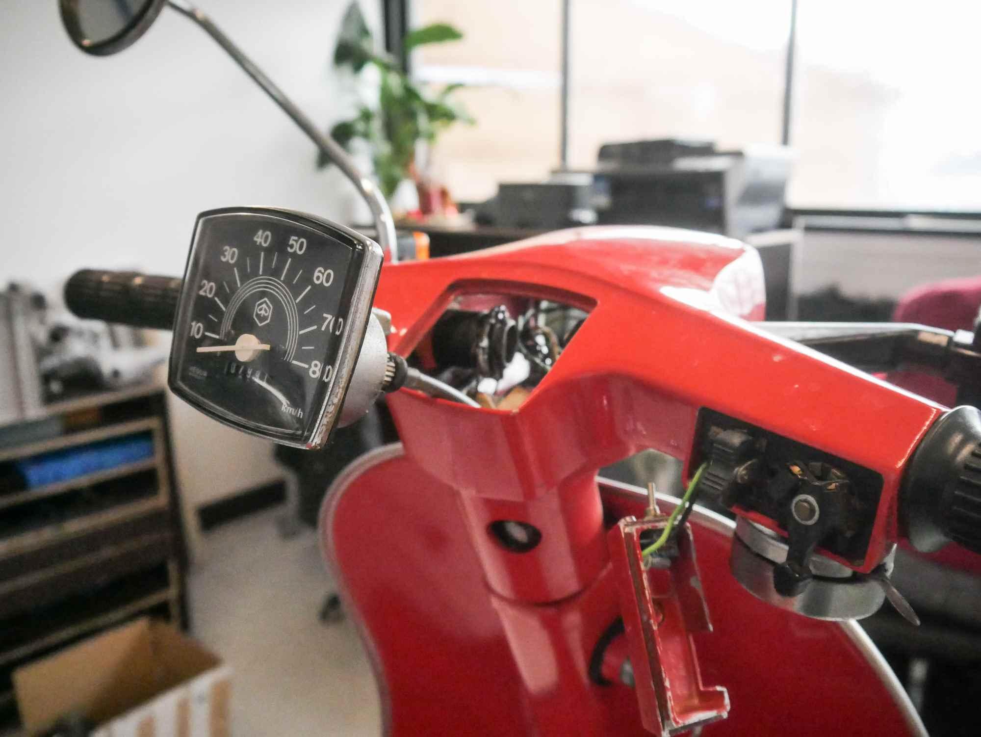 Vespa V50 Spezial Lenker mit Tacho und Kabeln