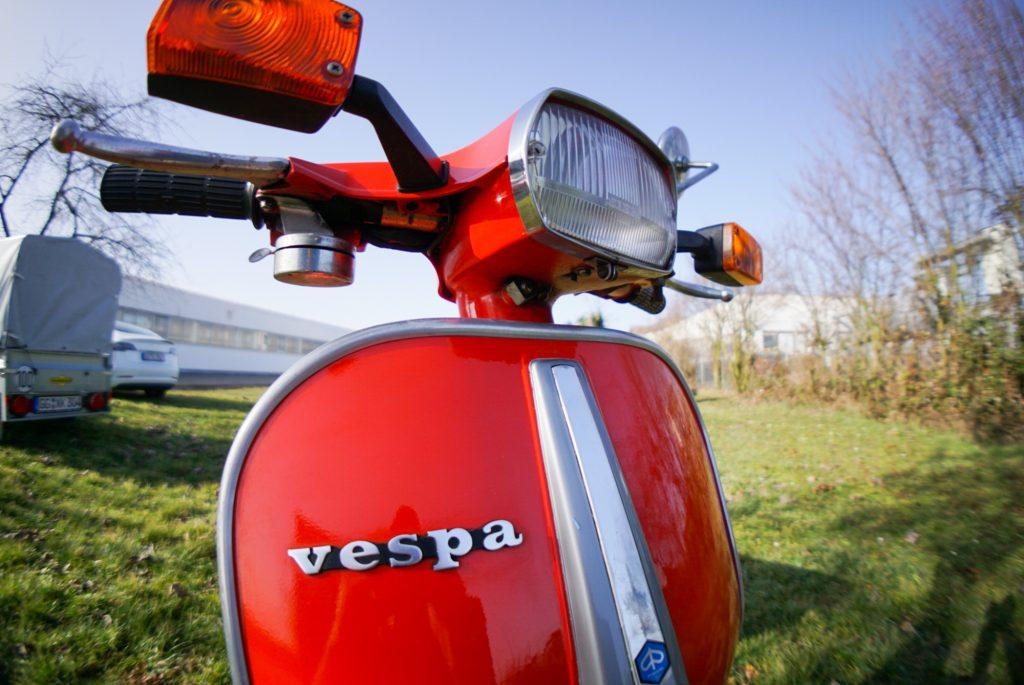 Vespa V50 rot Beinschild und Lenker