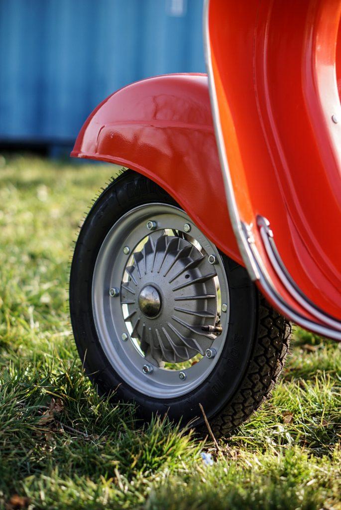 Vorderrad mit Reifen und Bremstrommel Vespa V50 Special
