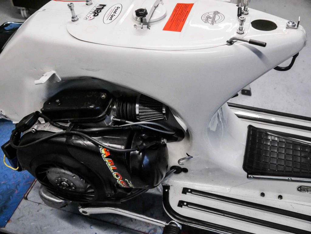 Weisse Vespa PX mit 177 ccm Tuning Motor