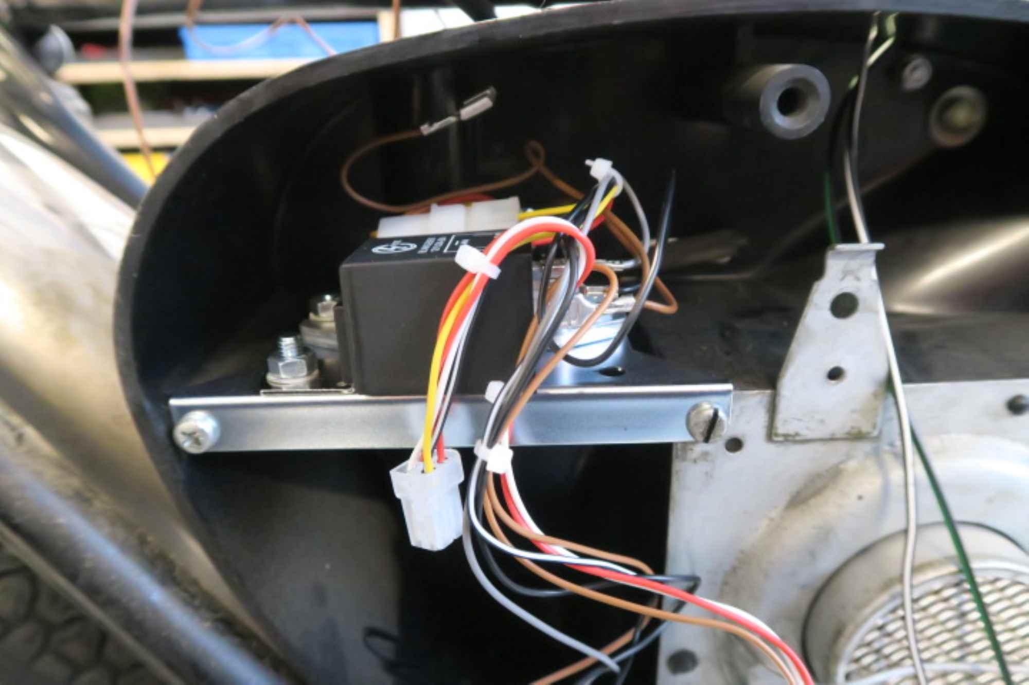 Blinkgeber und Regler Vape im Herzkasten Simson S51