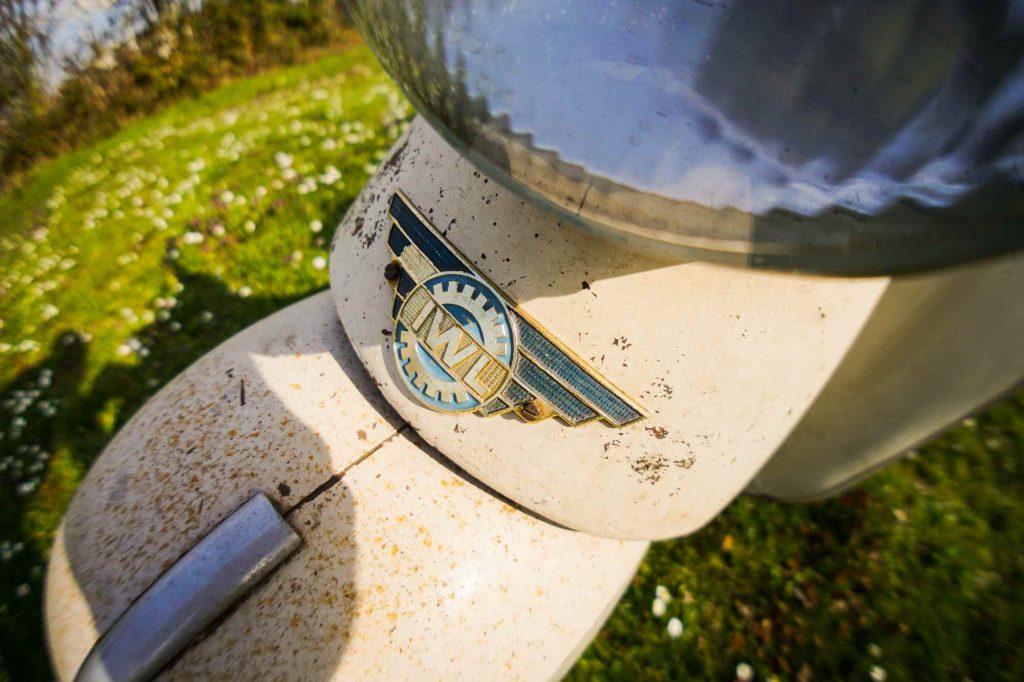 IWL Emblem am Stadtroller mit Patina