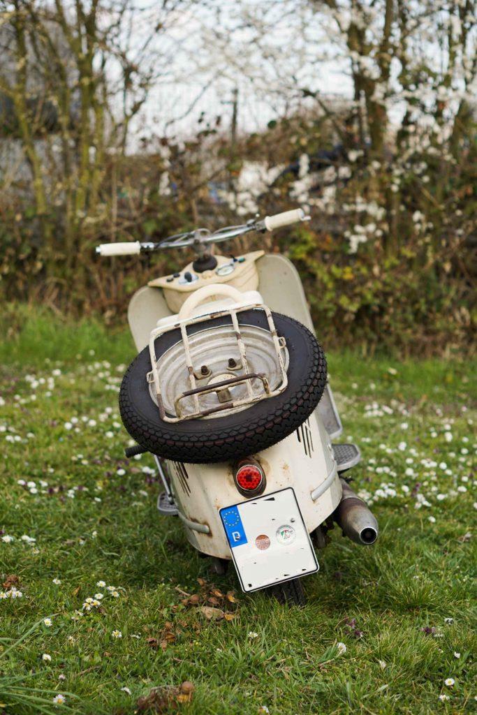 IWL Stadtroller Berlin in Beige von hinten mit Reserverad