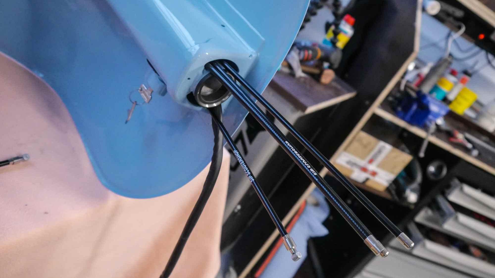 Kabel und Seilzüge am Lenkkopf Vespa V50