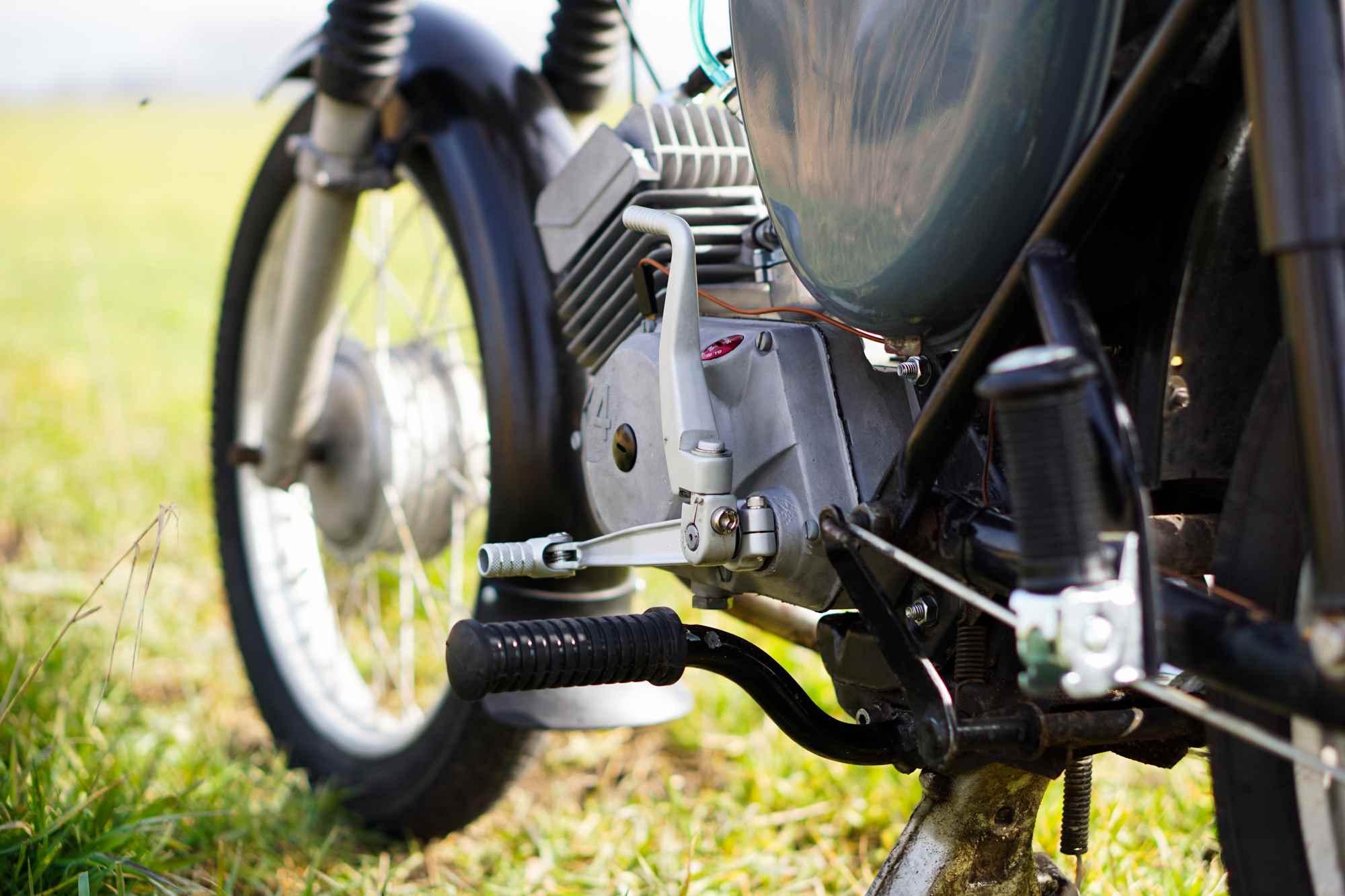 Kickstarter und Schalthebel am Motor Simson S51 restauriert