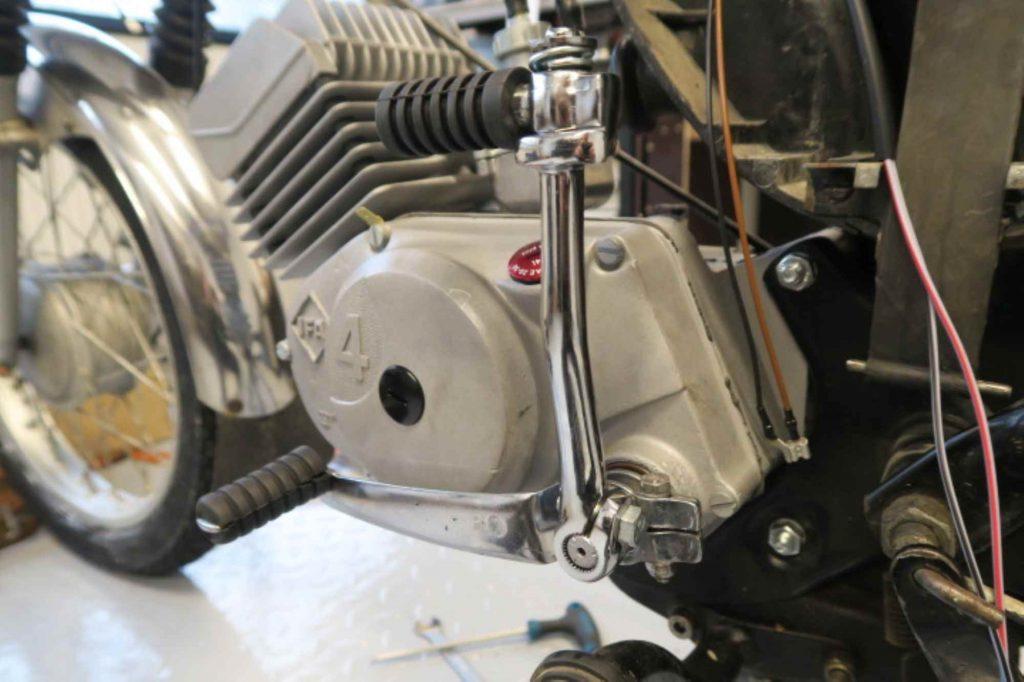 Kickstarter und Schalthebel an Simson S51 Motor