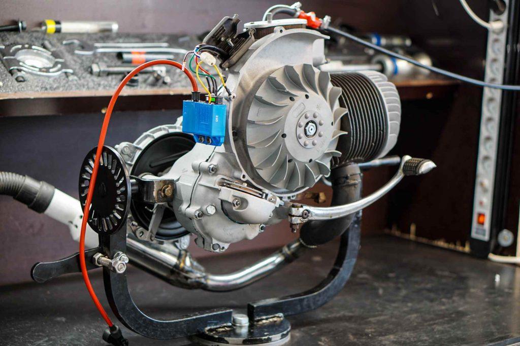 Kompletter Motor nach Vespa PX200 Motorrevision während dem Testlauf