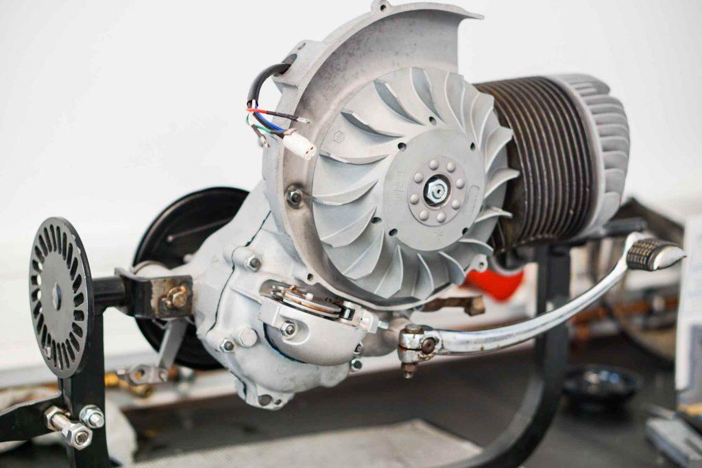 Kompletter Vespa PX 200 Motor nach der Montage mit Glasperlstrahlen