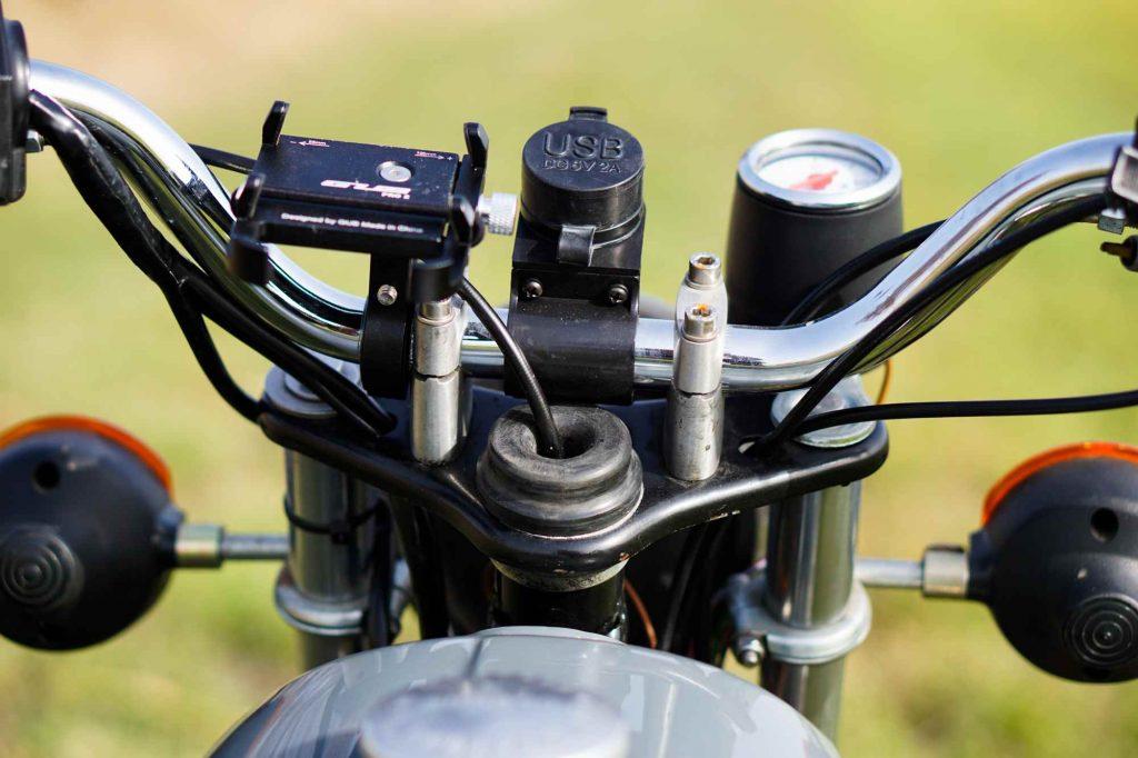 Lenker mit Smartphone Halterung und USB Ladeanschluss an Simson S51