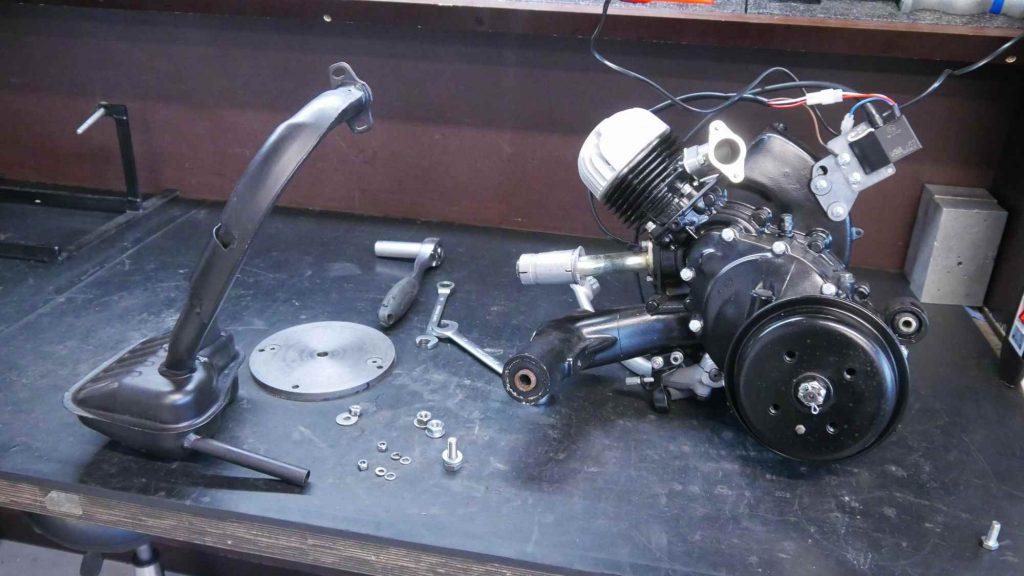 Motor mit Auspuff Vespa V50 Special Smallframe