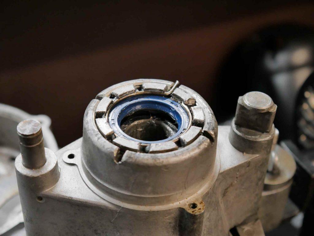 Simmerring und Kronenmutter mit Sicherung VBB Motor Abtriebswelle