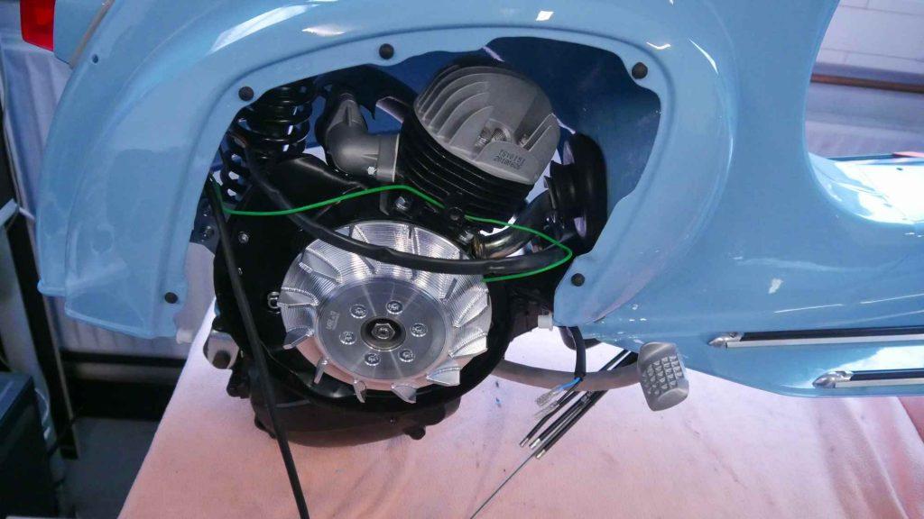 Vespa V50 Motor eingebaut mit Vape Zündung