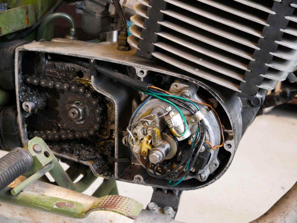 Alte Lichtmaschine mit Unterbrecherzündung an einer MZ ETZ 250 A