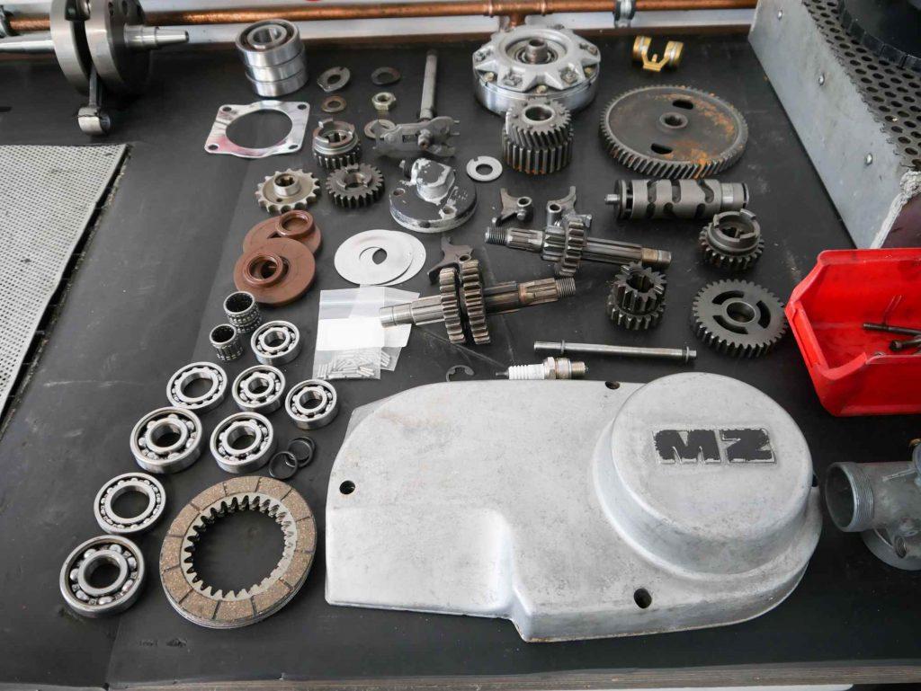 Diverse Neuteile für die ETZ 250 Motorrevision