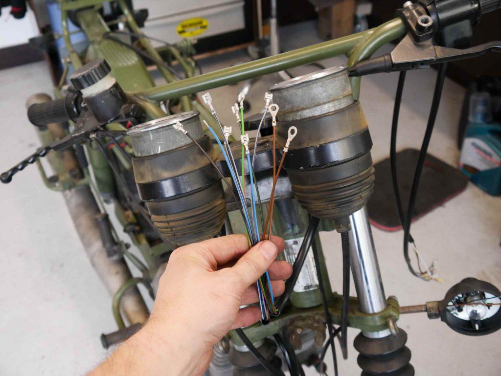 Kabel von Drehzahlmesser und Tacho
