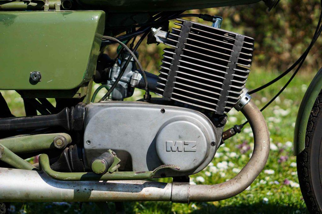 MZ ETZ 250 Motor mit Zylinder und Vergaser