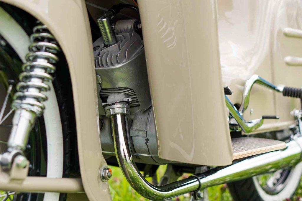 Motor an restaurierter Simson Schwalbe KR51 nach Revision mit Glasperlstrahlen und Tuning