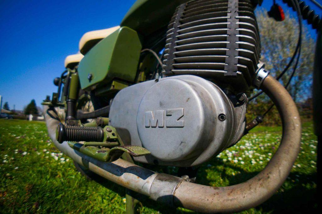 Motor mit Limadeckel und Auspuff MZ ETZ 250 A