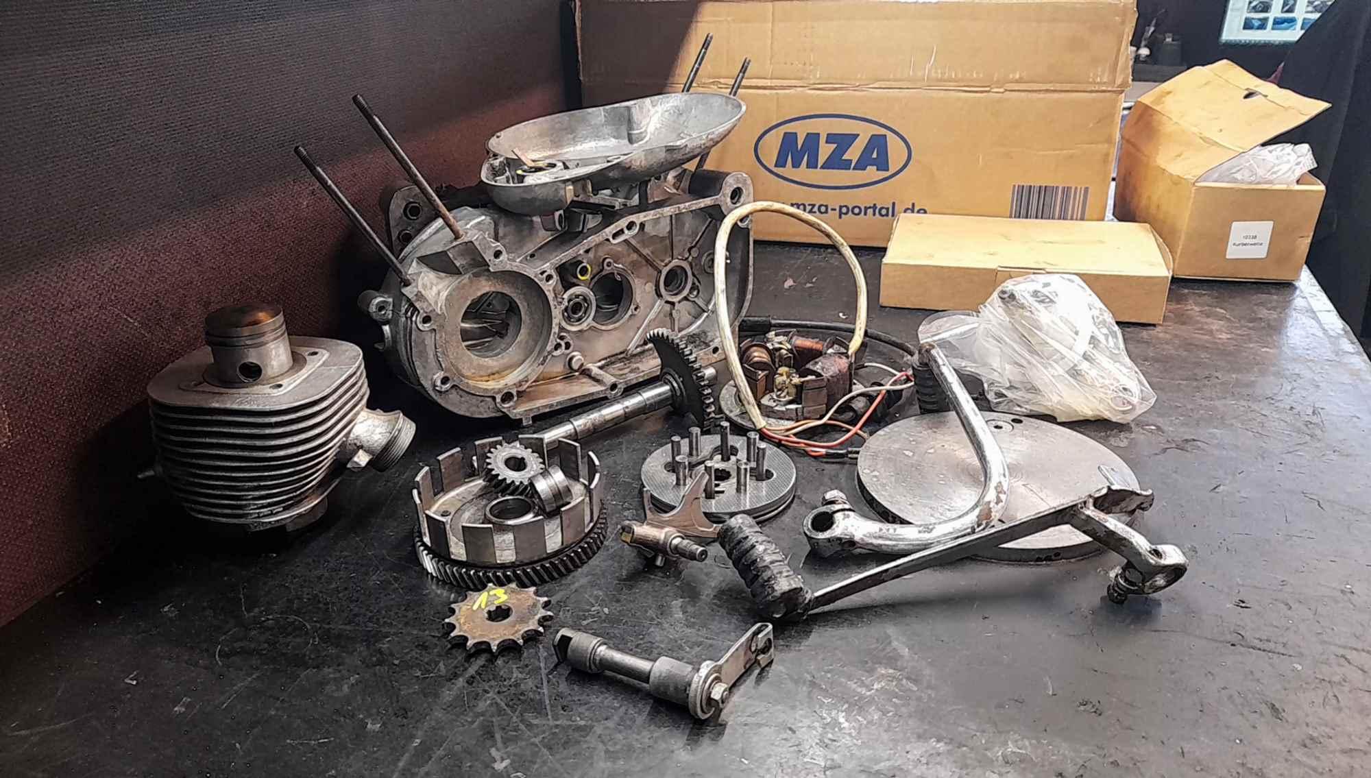 Motorteile Einzelteile Simson Schwalbe vor der Revision KR51